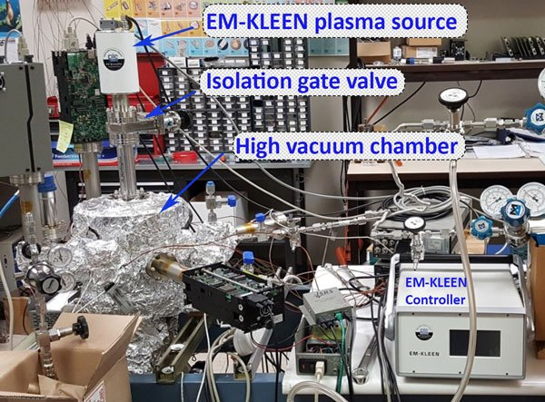 Cleaning UHV chamber with downstream plasma cleaner
